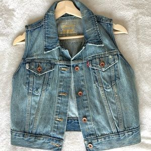 LEVIS Women's Distressed Denim Vest Size Medium